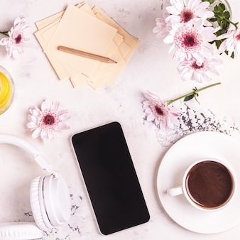 Ontbijtkoffie, tephon, koptelefoon