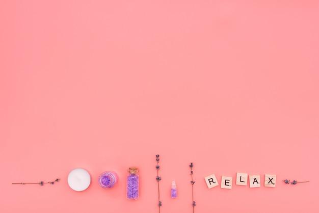 Ontspan houten letters met lavendel en badzout