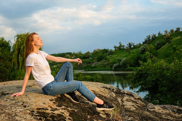 Ontspanning, meditatie geestelijke gezondheid concept.