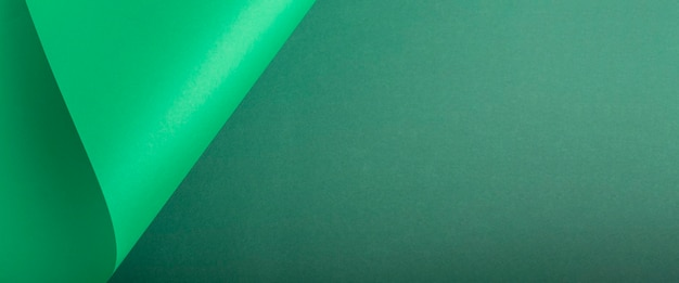 Ontwerp achtergrond gebogen achtergrond van groen karton. bovenaanzicht, plat gelegd. banier.