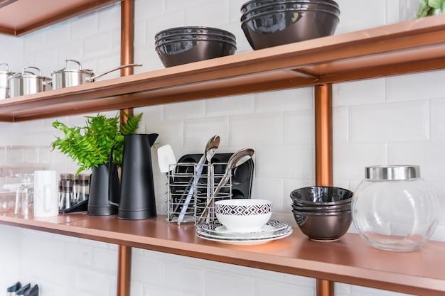 Ontwerp van een moderne woonkeuken in de loft-stijl.
