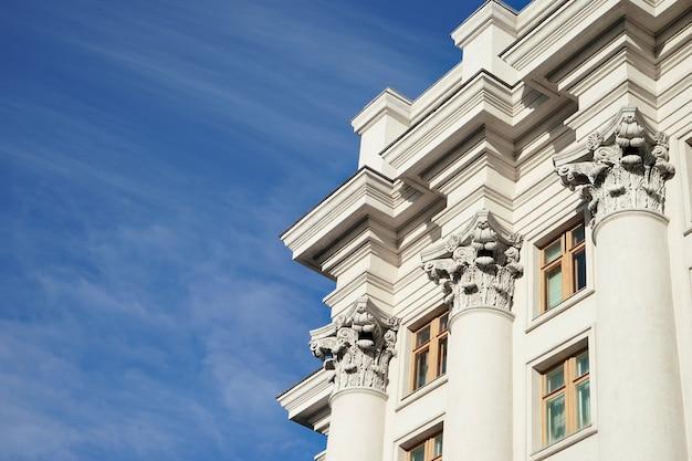 Ontwerp van gebouw in neoklassieke stijl