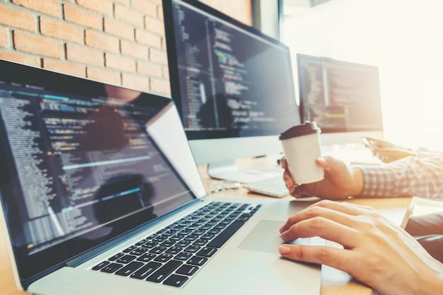 Ontwikkelen van programmeur ontwikkeling van teams websiteontwerp en coderingstechnologieën