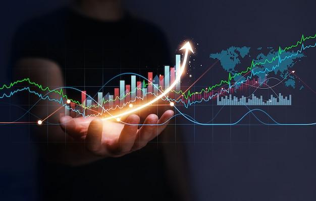 Ontwikkeling van bedrijfsstrategie en groeiend groeiplan zakenman met groeigrafiek van bedrijf