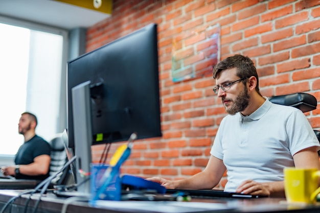 Ontwikkeling van programmeer- en codeertechnologieën.