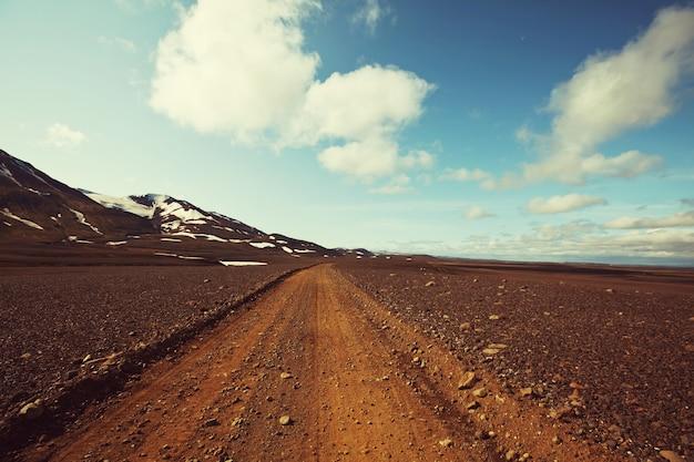 Onverharde weg in ijsland