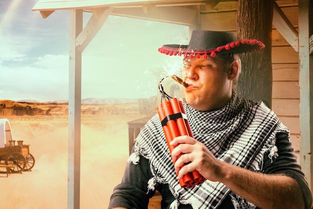 Onverschrokken cowboy steekt een sigaar op met een staaf dynamiet, het harde wilde westen. avontuur in het westen van het land