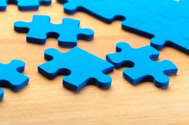 Onvolledige puzzel met ontbrekend stuk