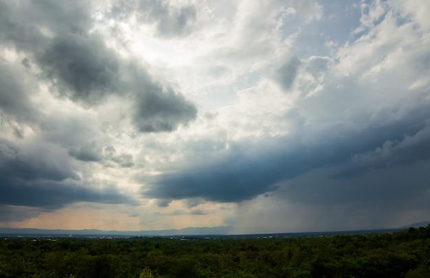 Onweersbui hemel regen wolken