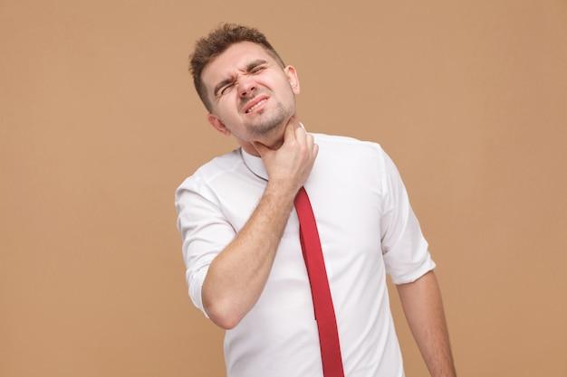 Onwel man heeft gripe en virus