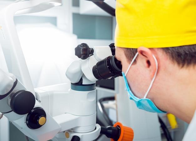 Oogheelkundige apparatuur. medisch laboratorium. moderne medische technologie.