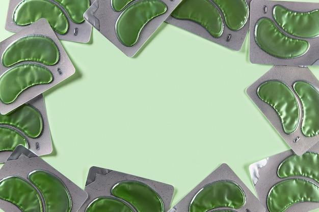 Ooglapjes over groene achtergrondkleur