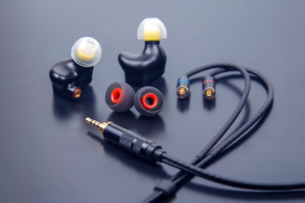 Oortelefoon voor hifi-muziekspeler. audiogeluid en moderne apparatuur voor muziekliefhebbers en audiofielen