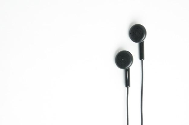 Oortelefoon voor muziekspeler en slimme telefoon op geïsoleerd wit