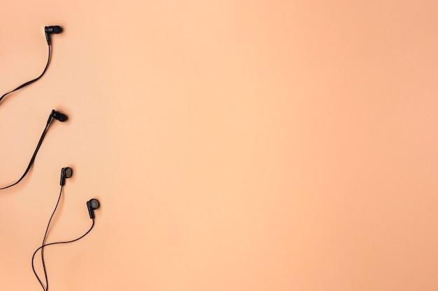 Oortelefoons arrangement met kopie ruimte