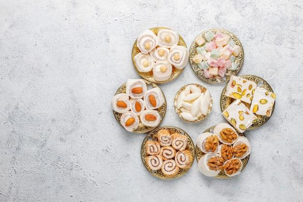 Oost-snoepjes. turks fruit, lokum met noten, bovenaanzicht.
