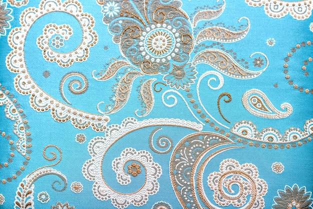 Oosters gesierd tapijt met prachtige decoraties