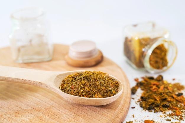 Oosterse kruiden. specerijen voor pilaf.