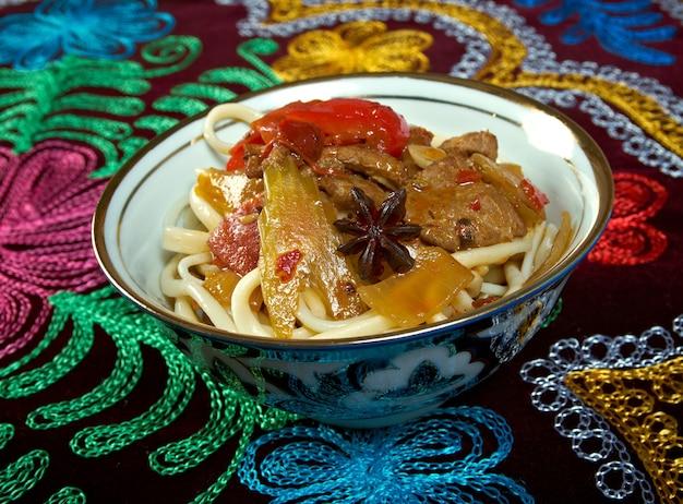Oosterse oezbeekse soep lagman - oezbeekse keuken