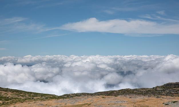 Op de top van het natuurpark serra da estrela
