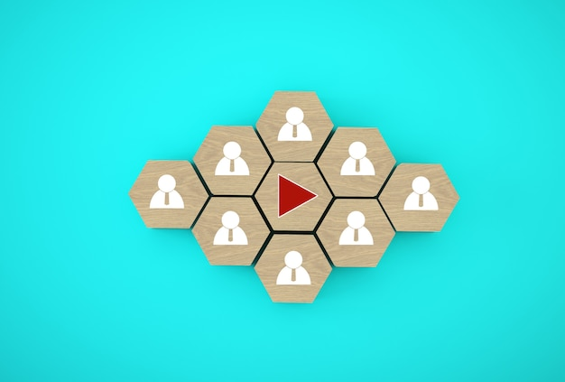 Op knop drukken te drukken op houten zeshoekige kubussen