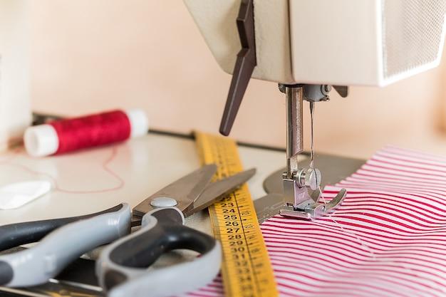 Op maat maken van een kledingstuk op de werkplek