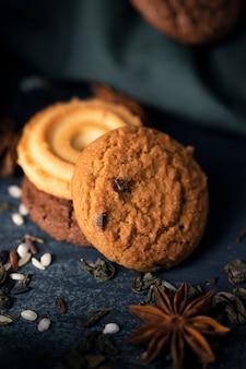 Op smaak gebrachte koekjes voor thee met een hoge hoek