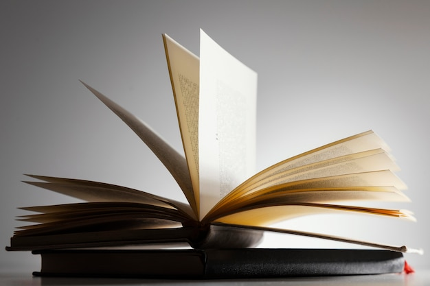 Open boek arrangement