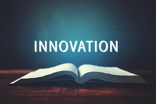 Open boek met inscriptie van innovatie in scherm