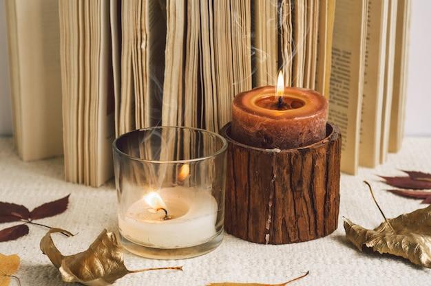 Open boek met kaarsen