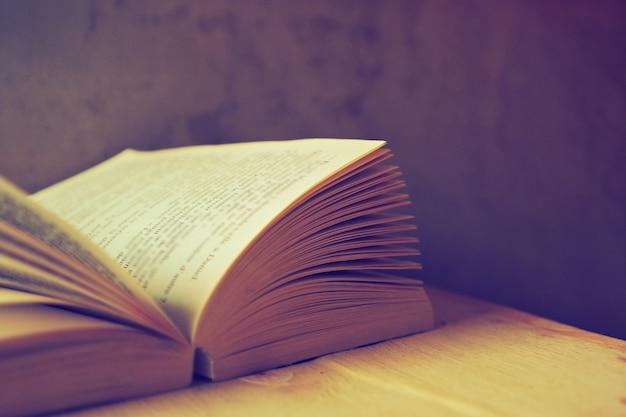 Open boek met oude filter