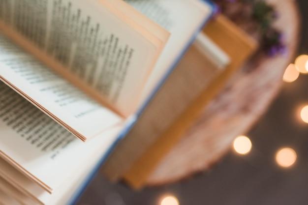 Open boek over meer boeken