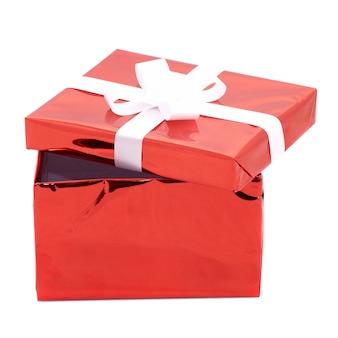 Open geschenkdoos geïsoleerd op een witte ondergrond