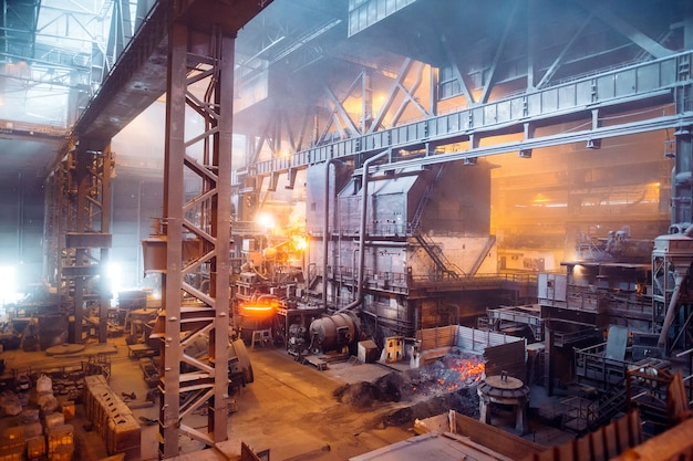 Open haard werkplaats van metallurgische fabriek