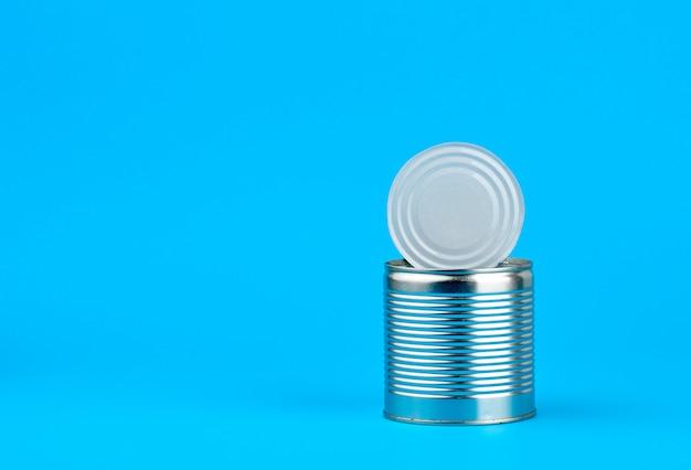 Open hard ijzeren blik voor het bewaren van voedsel