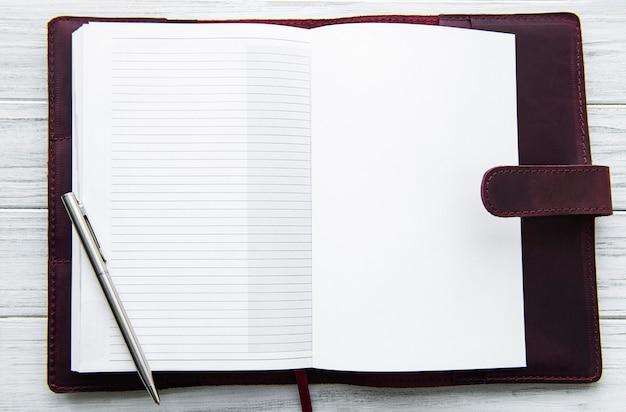 Open lederen notitieboek