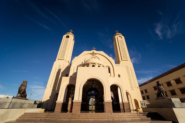 Openbare kathedraal koptische egyptische kerk aan de hemel