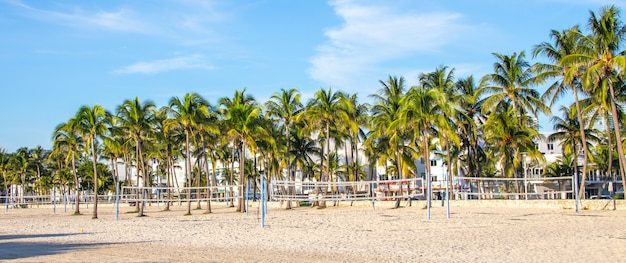 Openluchtgymnastiek op south beach, miami, florida