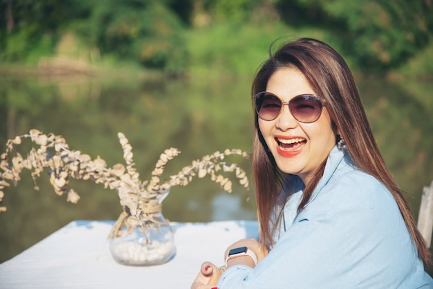 Openluchtportret aziatische vrouw
