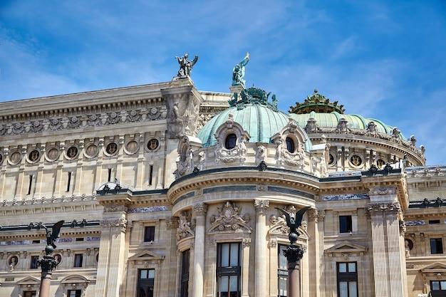 Opera garnier en the national academy of music in parijs, frankrijk