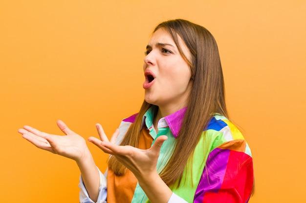 Opera uitvoeren of zingen tijdens een concert of show, romantisch, artistiek en gepassioneerd voelen