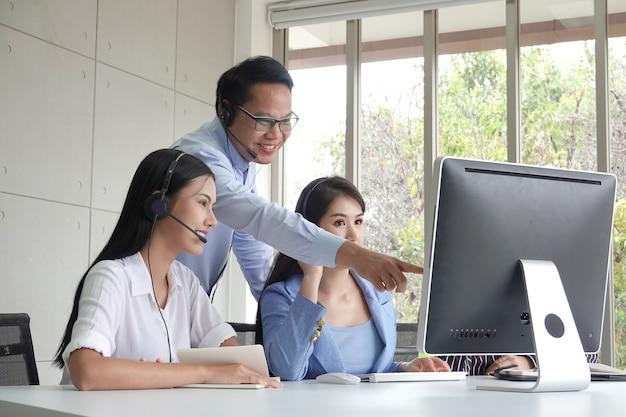 Operator klantenservice op kantoor