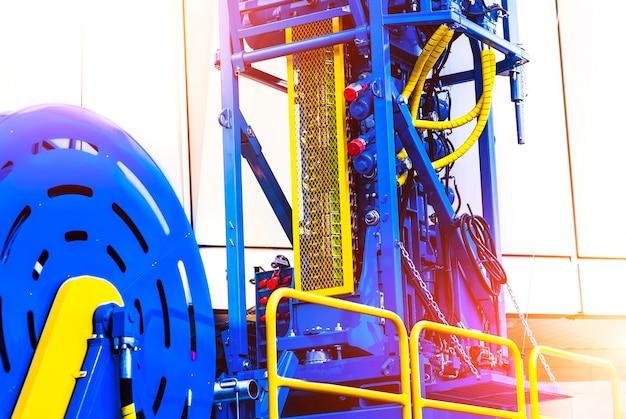 Opgerolde buismachine om in de olievelden te werken