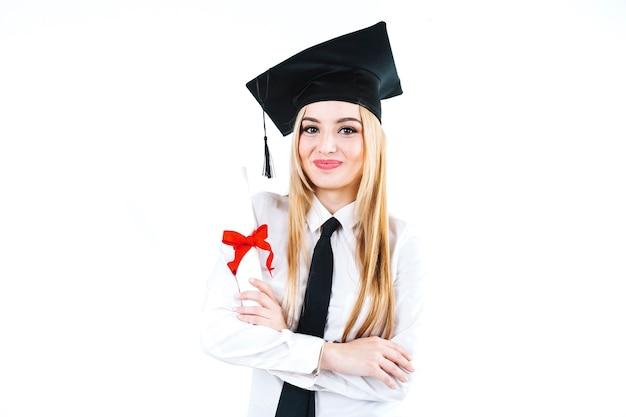 Opgewekte trotse vrouw met onderwijsdiploma