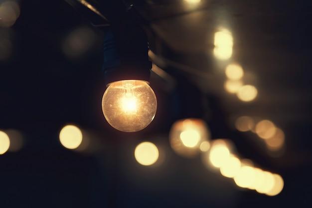 Opknoping gloeilamp indoor versieren