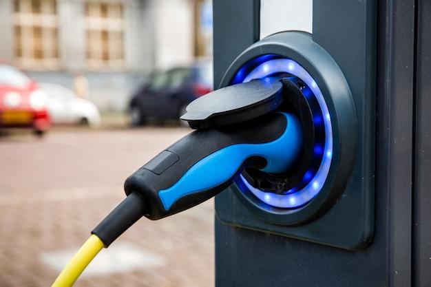 Oplaadpunt voor elektrische auto's in amsterdam, nederland