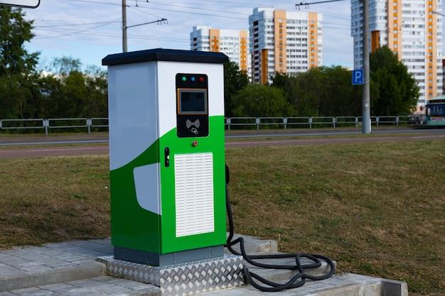 Oplaadstation voor elektrische voertuigen met stekker voor elektrische voertuigen.