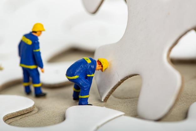 Oplossen en samenwerken met teamwerkconcept.