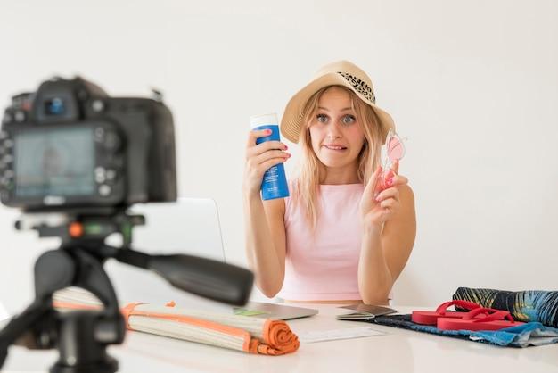 Opname video van een video waarin de interesse van de blonde wordt beïnvloed