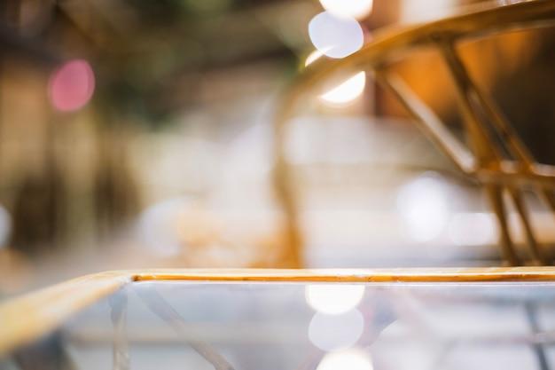 Oppervlak van de glazen tafel